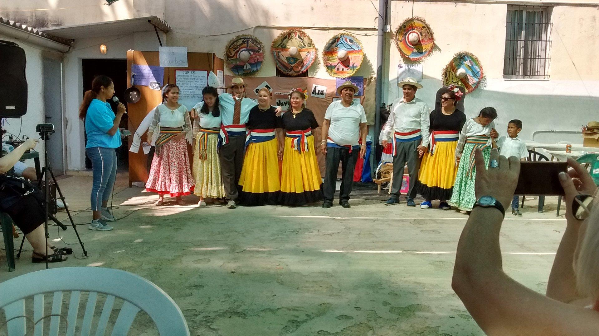 Todo el folclore paraguayo en Fiesta de San Juan de Valencia